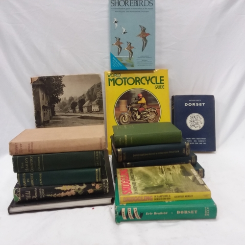 1048 - A box of vintage books....
