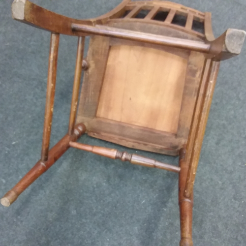 1426 - A single mahogany hall chair resting on turned supports....