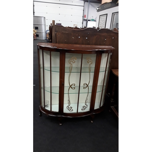 1432 - A vintage mahogany bow fronted china display cabinet with two shelves....