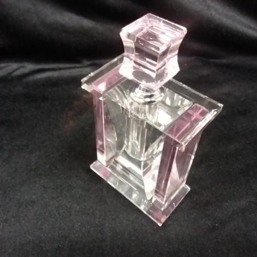 1303 - A crystal perfume bottle.(166)....