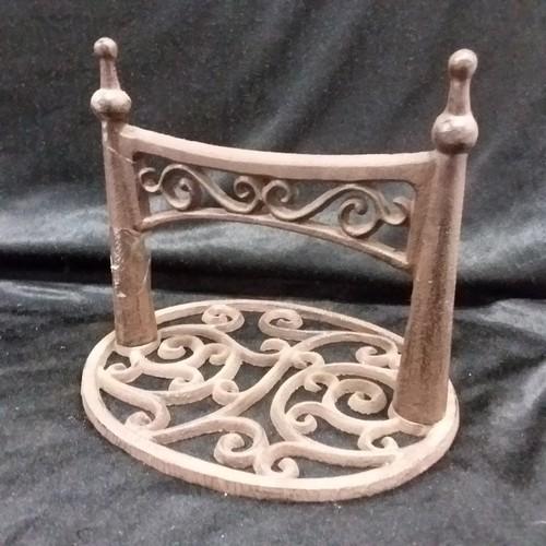 1039 - A cast iron bootscraper. (139)....