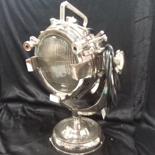 1085 - A metal chromed table spotlight.(108)....
