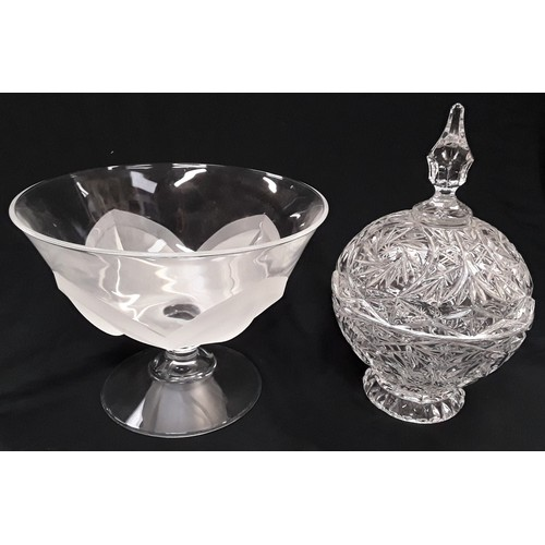 1060 - Large crystal glass table centrepiece together with a frosted glass bowl....