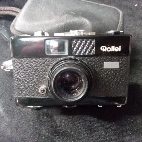 1357 - A Rollei B35 camera (black).in its case....