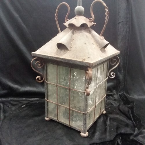 1009 - A vintage outdoor lantern light fitment....