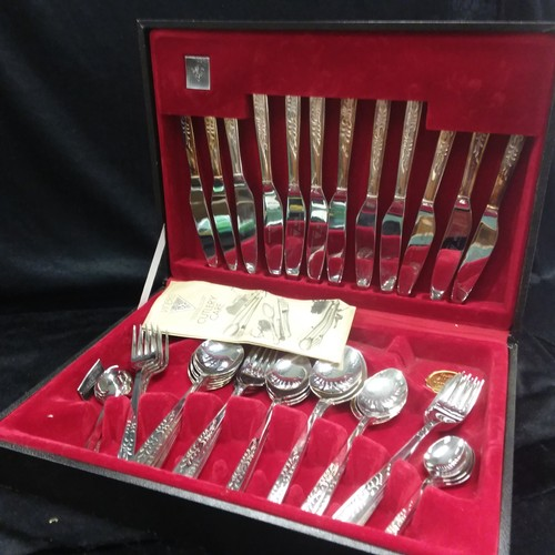 1389 - A Viners stainless steel cutlery set....