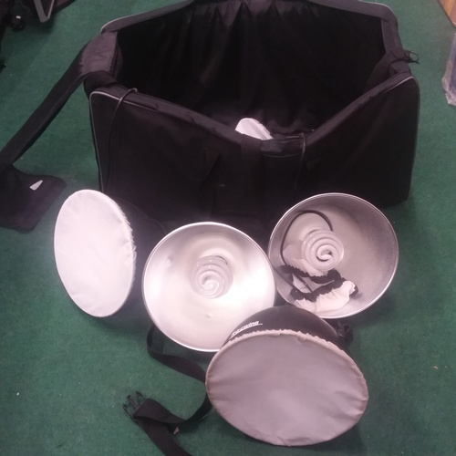 1151 - A bag of photographic lighting kit by Rocwing....