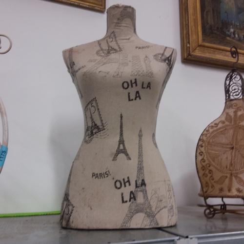1176 - A tailor's dummy....