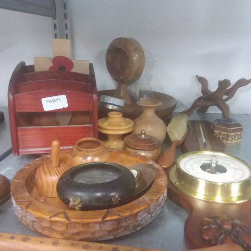 1188 - A selection of treen....