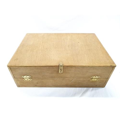 1229 - An artist's modern wooden storage box....