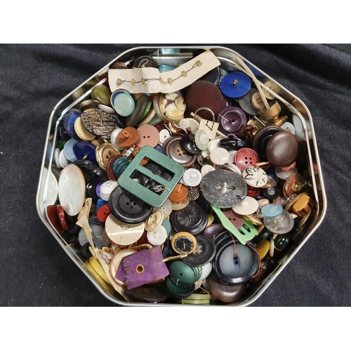 1210 - A tin of vintage buttons....