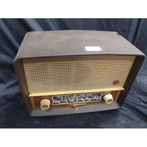 1219 - A vintage Ekco bakelite radio....