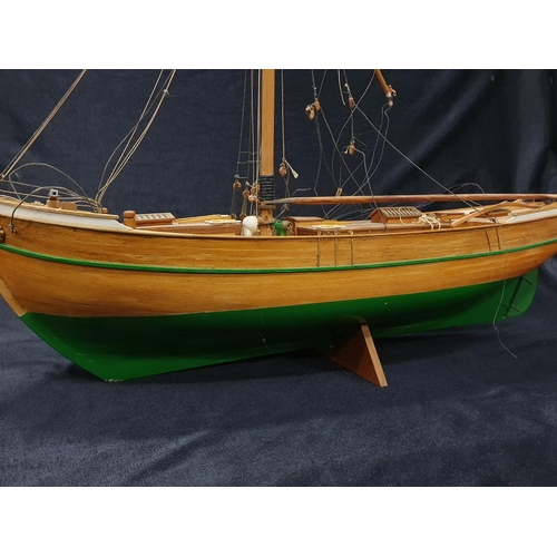 1249 - A vintage wooden pond yacht....