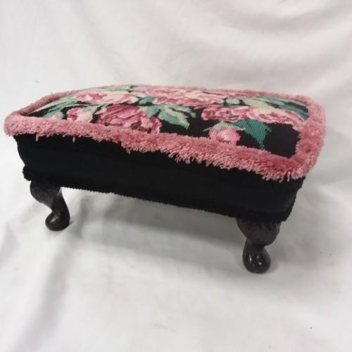 1370 - A vintage footstool....