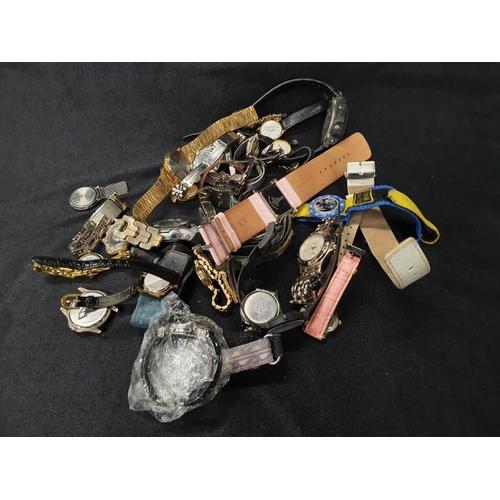 1346 - A box of modern wristwatches....