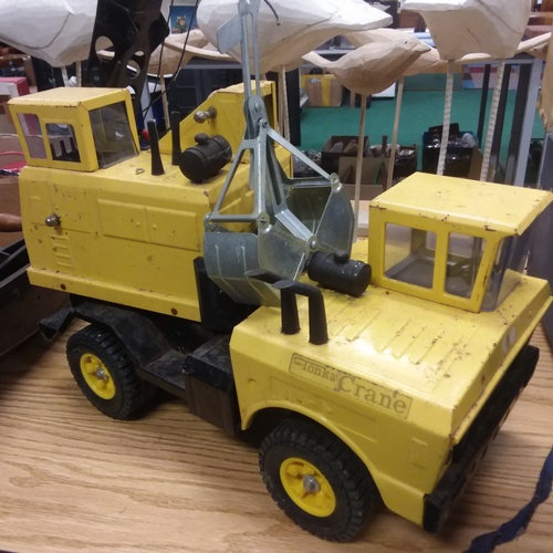 1399 - A large Tonka toy Crane....