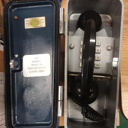 1422 - A signalman's vintage telephone...