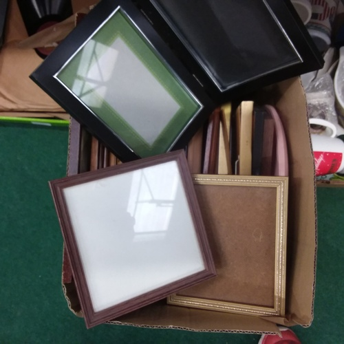 1430 - A box of empty picture frames....