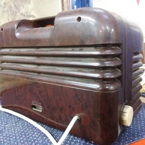 2005 - A vintage Bush Bakelite radio....