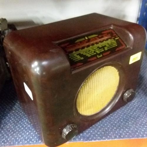 2031 - A vintage Bush radio....