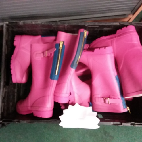 2054 - A crate of pink Wellington boots....