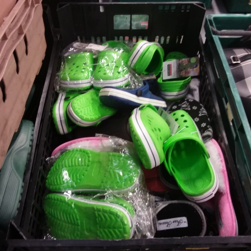 2060 - A crate of mixed slippers and outside shoes....