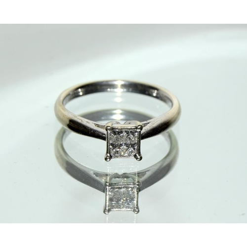 521 - 9ct white gold Princess cut Diamond ring of 25 points. Size N....