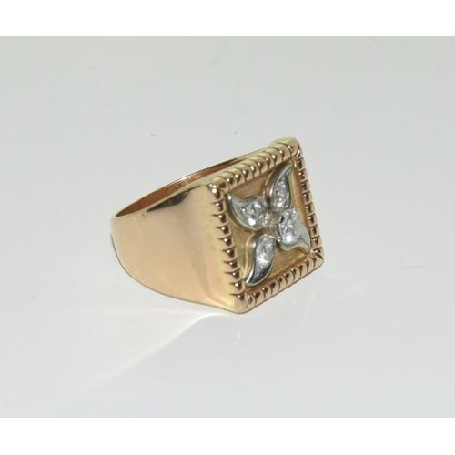 520 - Gent's gold diamond signet ring, approx 1ct, size U....
