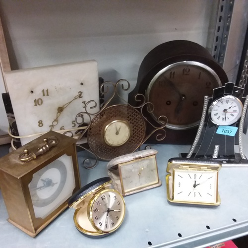 1029 - A collection of alarm and mantle clocks....