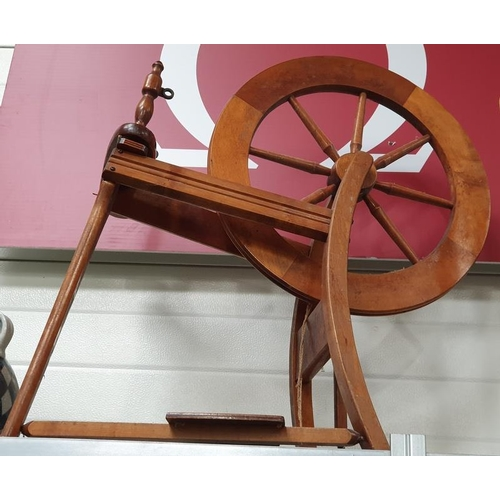 1003 - A vintage oak spinning wheel together with a bag of ancillaries....