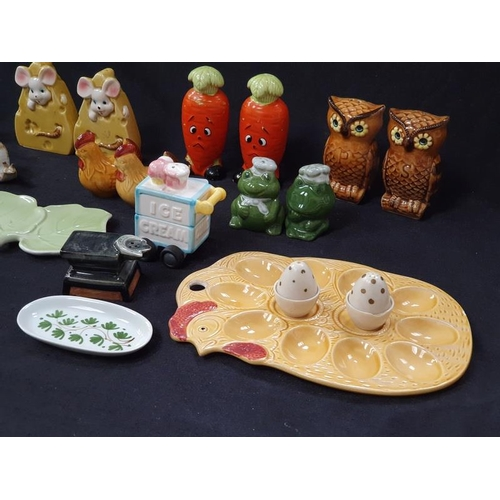 1026 - A collection of novelty porcelain salt and pepper shakers....