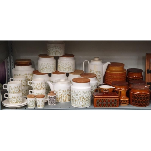 1035 - A collection of Hornsea Fleur pottery together with Hornsea Heirloom pottery....