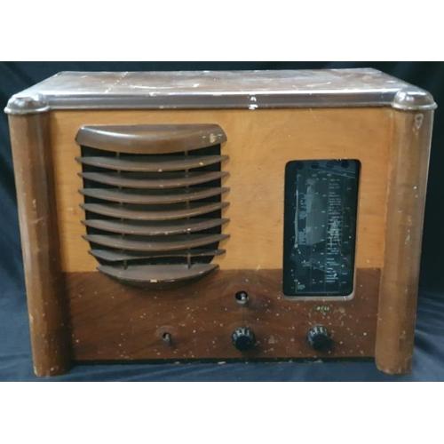 1040 - A vintage 1930's Sobell valve radio....