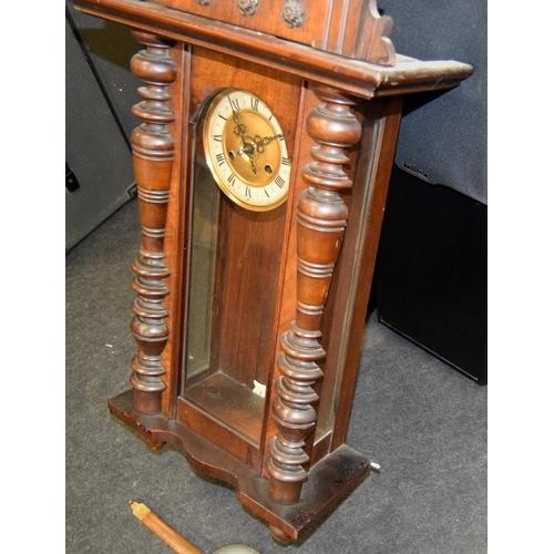 1387 - Vienna wall clock and key....