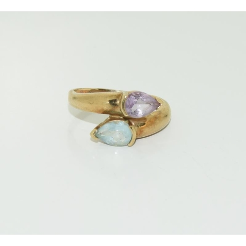 1375 - 9ct gold ladies topaz and amethyst ring. Size P....