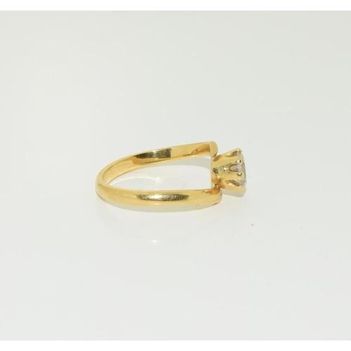 1363 - 18ct gold ladies 1ct white sapphire ring. Size K+. 3.4g....