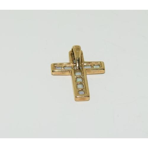 1177 - 9ct gold opal cross pendant.
