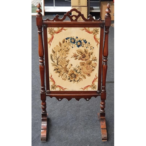1432 - A Victorian mahogany tapestry fire screen. H:121 W:60 D:39 (cm)....