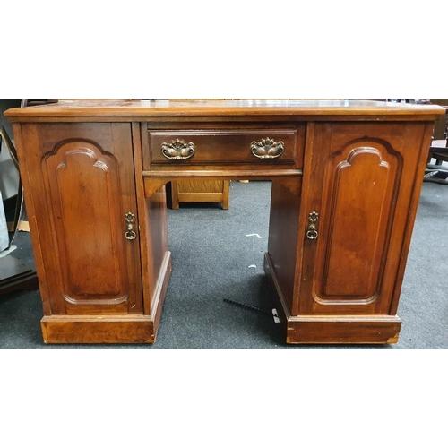 1417 - Edwardian mahogany office desk....