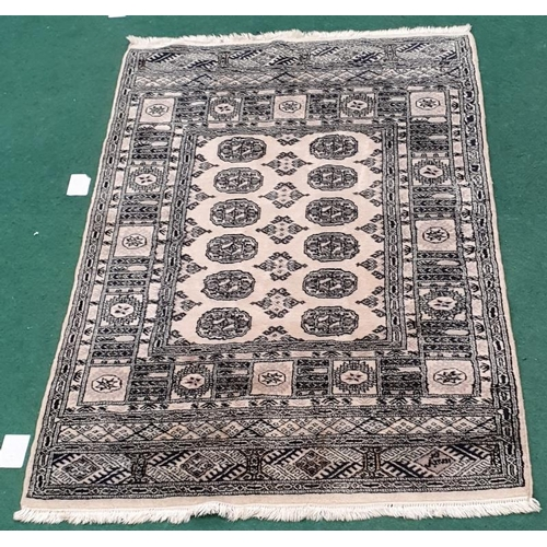 1464 - Modern machine made beige carpet. 76x50