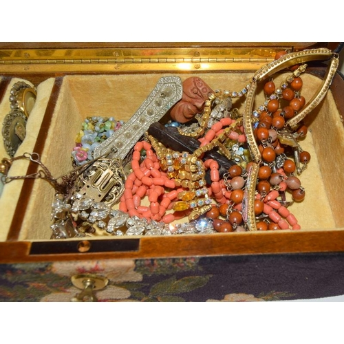139 - Jewellery box with Key contains 1910/20s Costume jewellery....