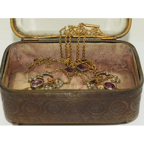 3 - Vintage small Glass Top Jewellery Box Containing the 1910/205 Gold/Silver Colour Amethyst/Pearl Neck...
