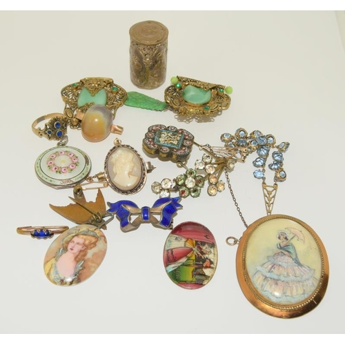 31 - Bag of 1910/20/30s Jewellery.