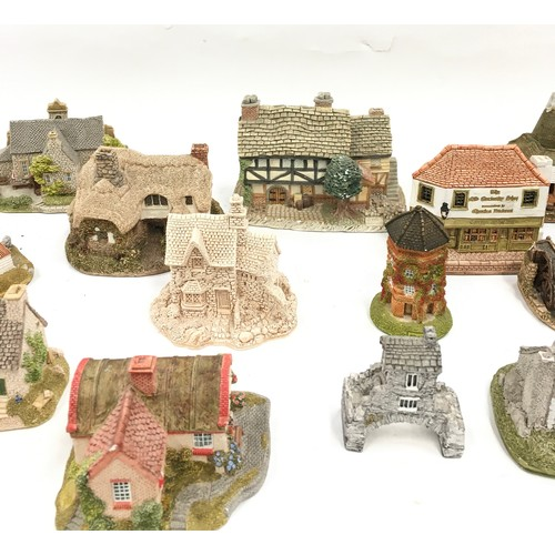 39 - Lilliput Lane cottages a collection of some vintage...