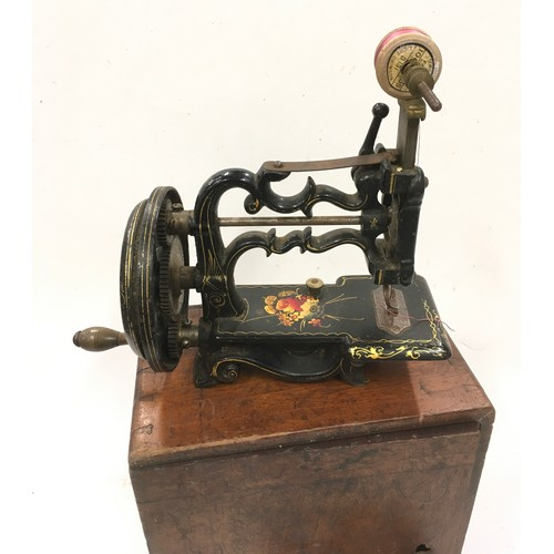 40 - Vintage metal mechanical child's sewing machine working...