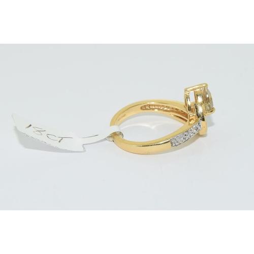 16 - 18ct gold ladies diamond peridot cross over ring size N