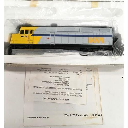 48 - Walthers Trainline HO 931-308 Diesel locomotive: EMD F40PH VIA RAIL. Appears Mint in Good box.