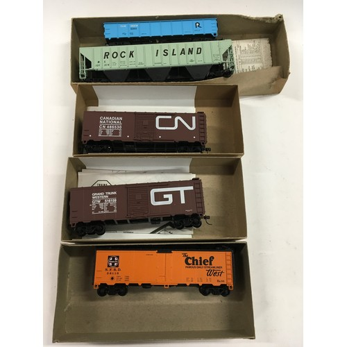 39 - 10 Athearn HO boxed rolling stock. All appear Excellent in generally Good Plus to Excellent boxes.