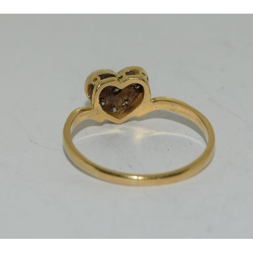 16 - Vintage 18ct gold Diamond heart ring. Size P 1/2