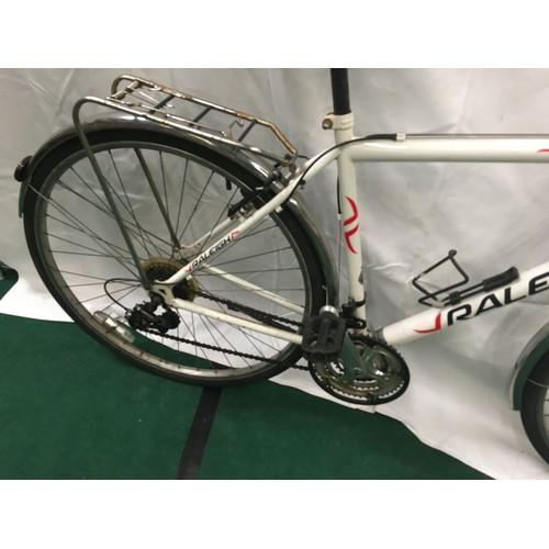 30 - A White Raleigh Grande 19